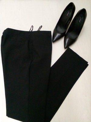 Klassische schmale Hose in schwarz