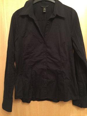 Klassische schwarze Bluse
