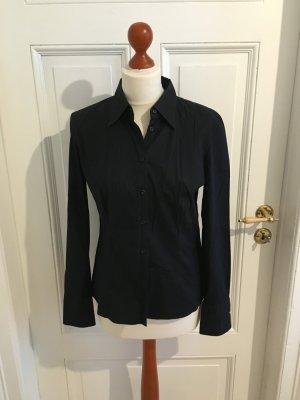 Klassische schwarze Bluse von Hugo Boss