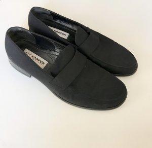 Klassische schwarze Loafer