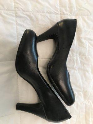 Klassische schwarze Pumps Leder
