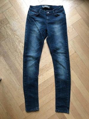 Klassische Skinny Jeans von Zara Basic. Blau