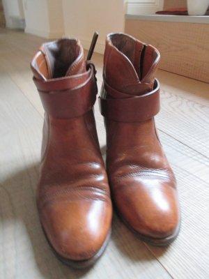 Klassische Stiefeletten von Hugo Boss aus braunem Leder