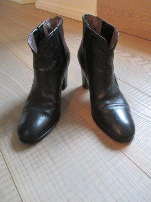 Klassische Stiefeletten von Hugo Boss aus schwarzem Leder