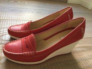 Klassische und bequeme Wedges aus rotem Leder