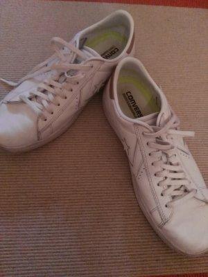 klassische weiße sneaker