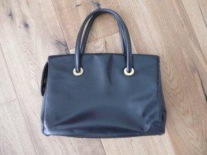 klassische zeitlose Handtasche