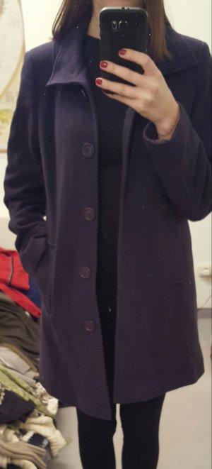 Klassischer eleganter Mantel lila