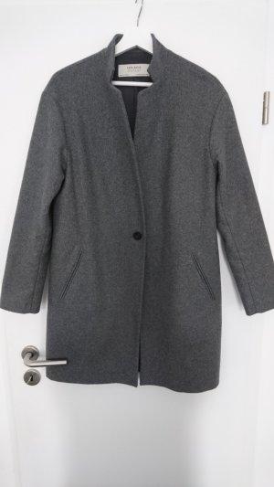 klassischer grauer Mantel von zara