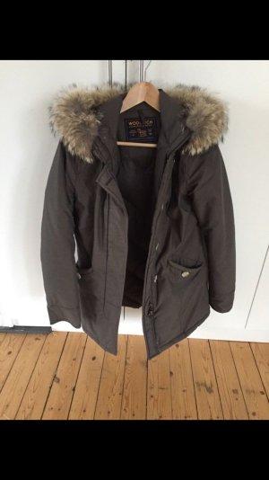Klassischer grauer Woolrich Arctic Parka