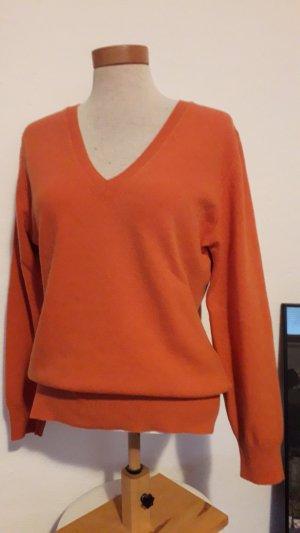 Klassischer Pullover in schöner Trendfarbe