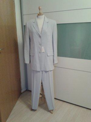 Klassischer schlichter Anzug in hellgrau, perfekt fürs Büro!