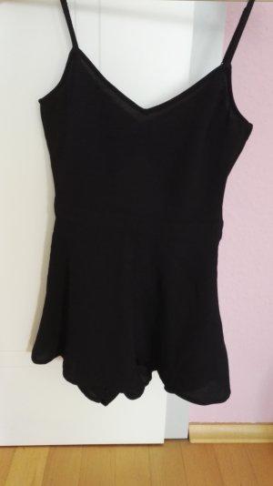 Klassischer schwarzer Jumpsuit mit dezentem Rückenausschnitt