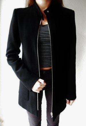 Klassischer Schwarzer Kurzmantel von Zara