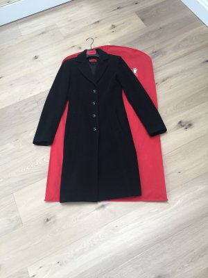 Klassischer schwarzer Mantel hugo Boss