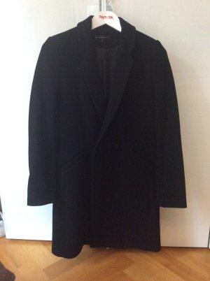 Klassischer schwarzer Mantel von ZARA
