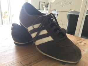 Klassischer Sneaker von Adidas