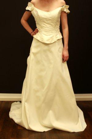klassisches Brautkleid Zweiteiler passend für Größe 40-42 evtl. 44 UVP 800€