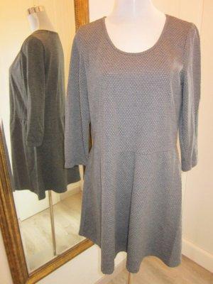 Klassisches Kleid Grau 3/4 Ärmel Gr 44