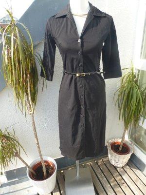 Klassisches schwarzes Hemdkleid mit Gürtel