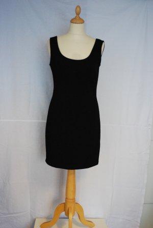 Klassisches schwarzes kurzes Kleid