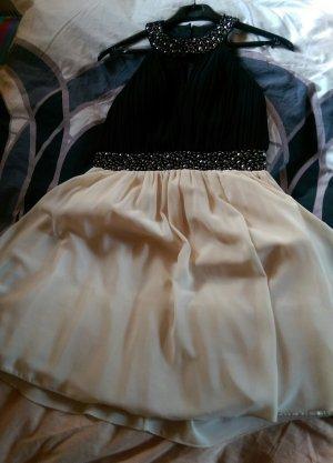 Kleid (1x getragen) fällt eher wie größe 40 aus