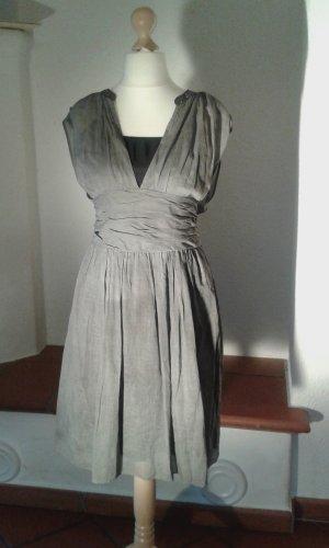 Kleid Amalva mit V-Ausschnitt von Boss Orange, Größe 38/40 ungetragen