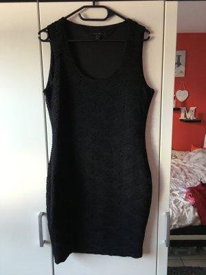 Kleid Amisu schwarz in Größe 42 (fällt aus wie 40/L)