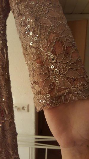Kleid aus goldener Spitze mit 3/4 Ärmel