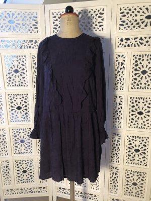 Kleid aus Jaquard mit Rüschen