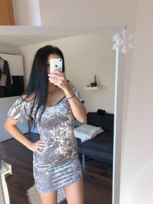 Kleid aus Knittersamt - NEU -