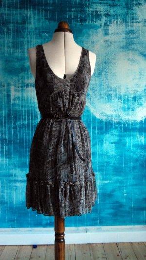 Kleid aus Seidenchiffon mit Schlangenprint von Zara