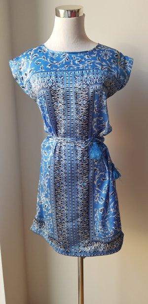 Kleid aus Seidenstoff gemustert