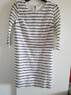 Kleid aus Spitze  3/4 Arm