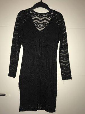 Kleid aus Spitze mit Fransen