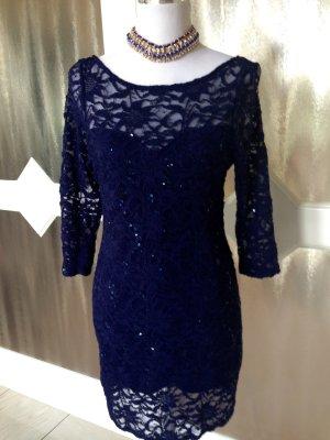 Kleid aus Spitze und Pailetten