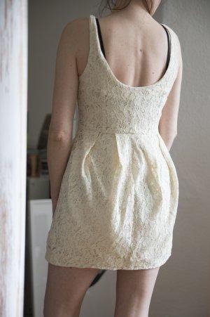 Kleid aus weißer Spitze von H&M