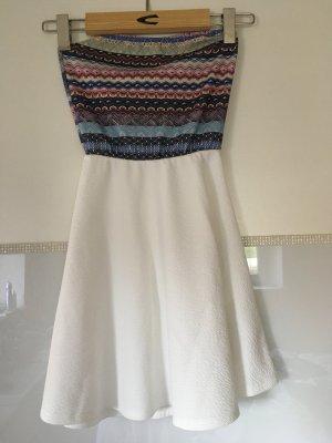 Kleid Bandeau von Bershka in weiß und bunt Größe S