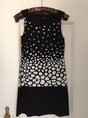 s.Oliver Stretch Dress black-white