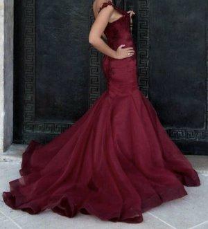 Vestido de baile burdeos