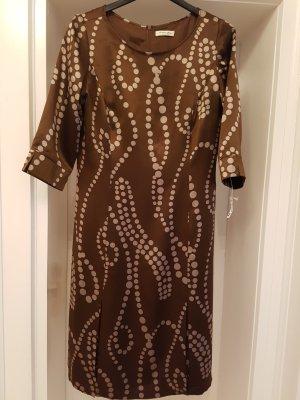 Kleid-Braun ist das neue schwarz!