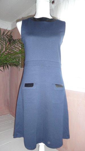 Kleid dunkelblau mit kleinen Lederdetais
