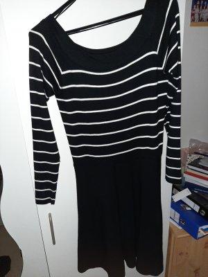 FB Sister Off-The-Shoulder Dress white-black