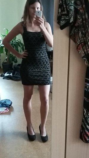 Kleid enganliegend H&M schwarz mit beigem Ethno-Muster. Bodycon.