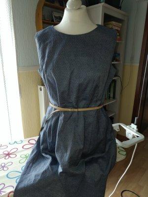 Kleid / Etuikleid