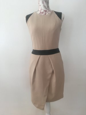 Kleid // Etuikleid Reserved