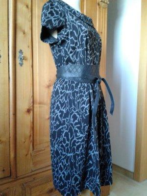 Kleid,für Herbst/Winter gemustert in grau-schwarz