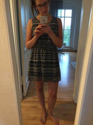 Kleid, gemustert, ungetragen