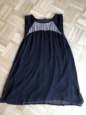 Kleid, Gr. L, Pull and Bear, Aztekenmuster