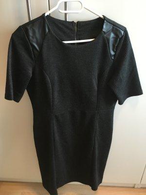 Kleid grau mit Ledereinsatz